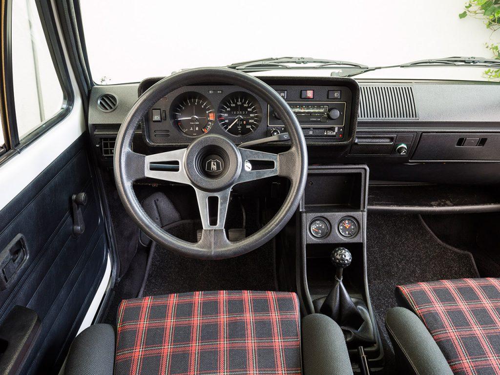 Volkswagen Golf GTI, салон