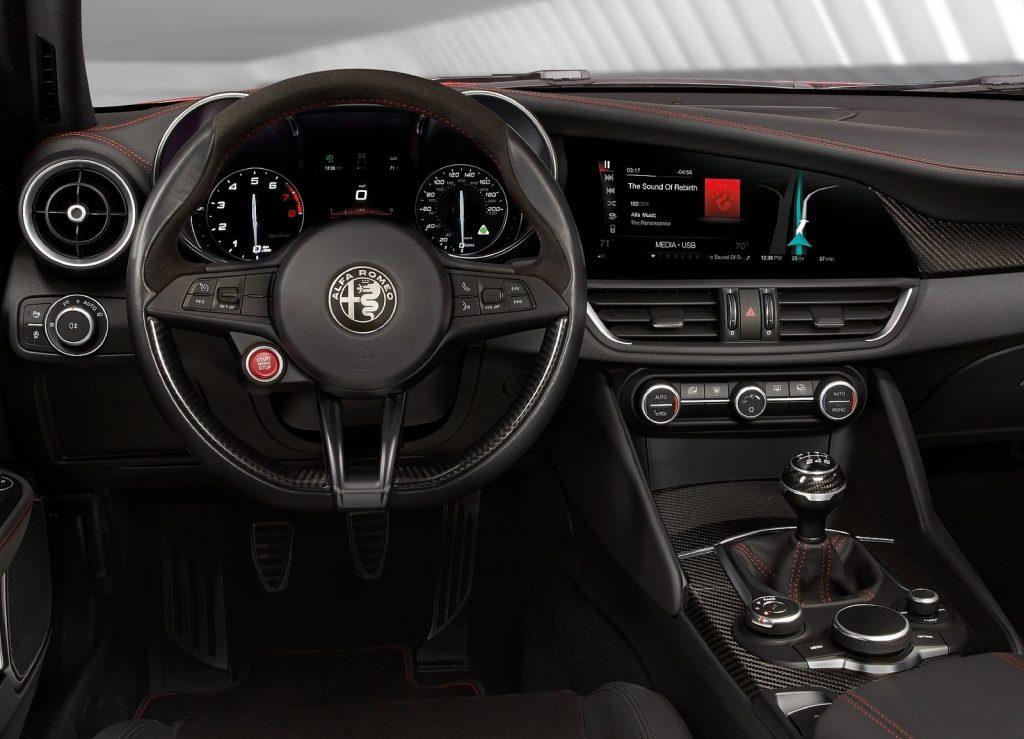 Alfa Romeo Giulia 2016, передняя панель