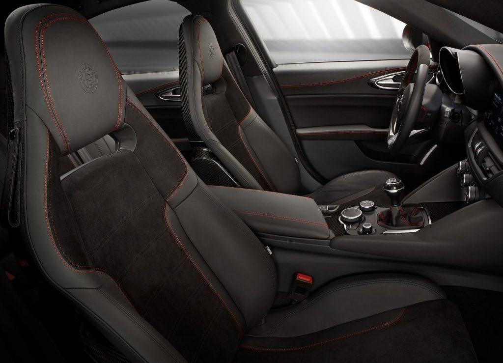Alfa Romeo Giulia Quadrifoglio, передние сиденья
