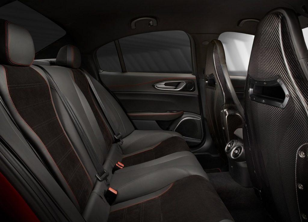 Новый Alfa Romeo Giulia, задние сиденья