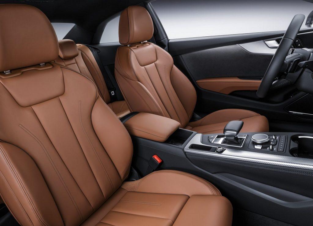 Audi A5 2016, передние сиденья