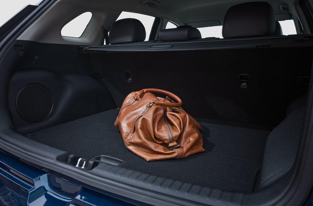 Kia Niro 2016, багажник