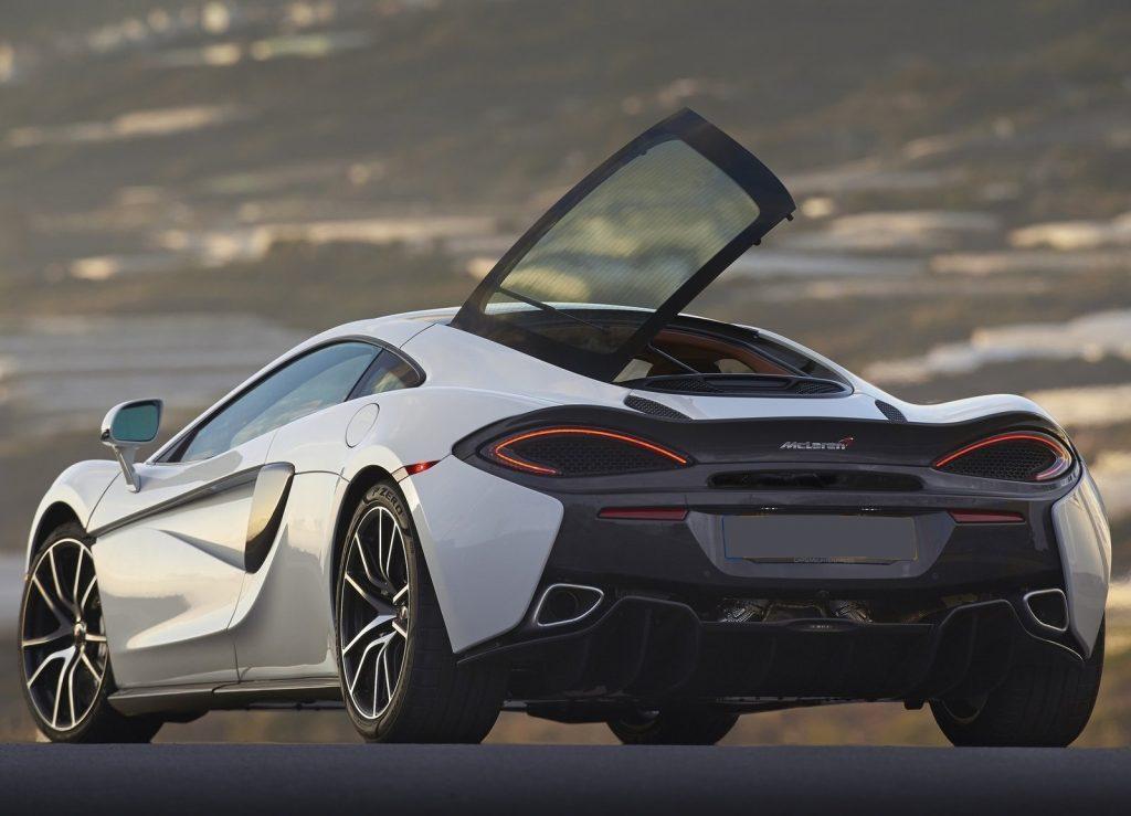 McLaren 570 GT, вид на заднюю диагональ