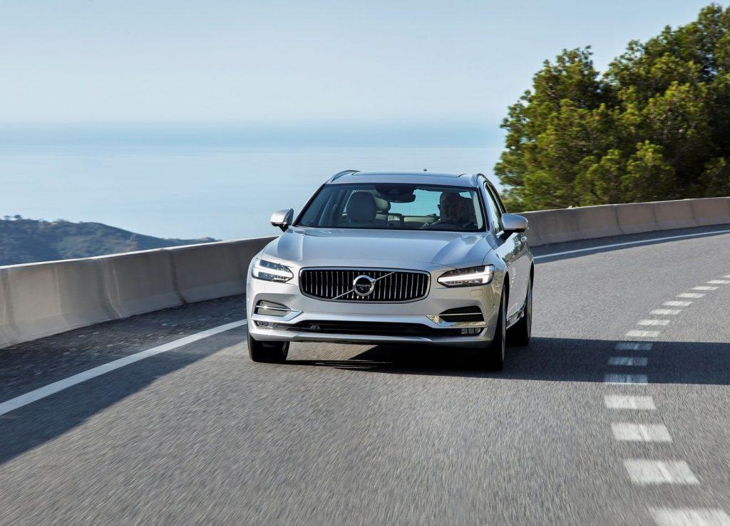 Volvo V90 2016, вид спереди