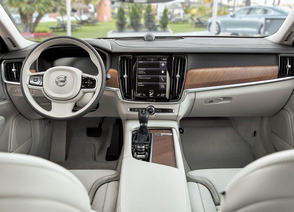 Volvo V90, передняя панель