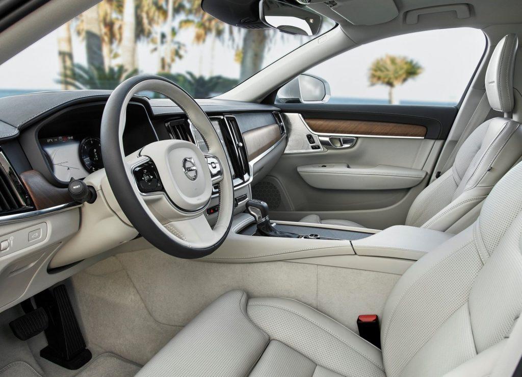 Volvo V90 2016, передние сиденья