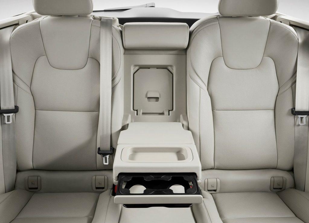 Volvo V90, задние сиденья
