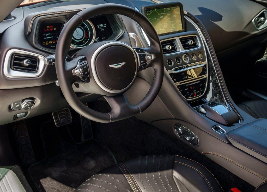 Aston Martin DB11, передняя панель