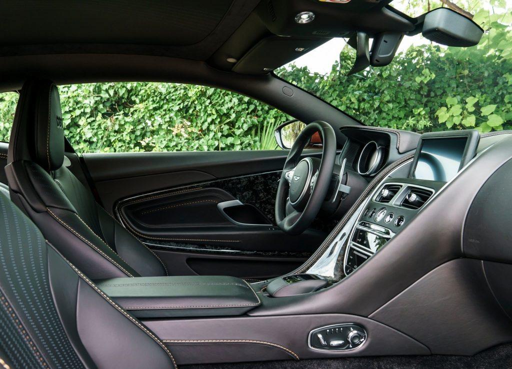 Aston Martin DB11 2016, передние сиденья