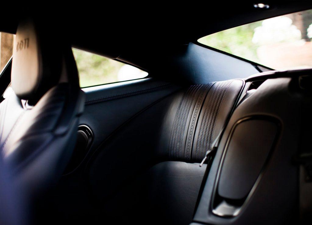 Aston Martin DB11, задние сиденья