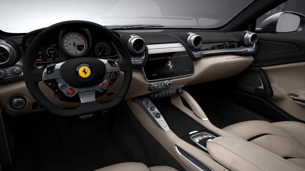Ferrari GTC4 Lusso, передняя панель