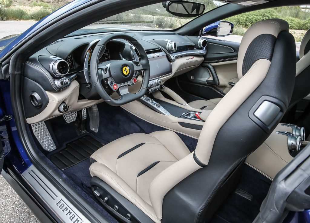 Ferrari GTC4 Lusso, передние сиденья