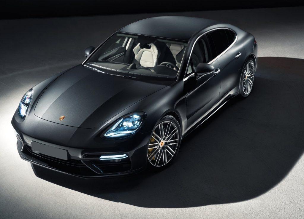 Porsche Panamera 2016, вид на переднюю диагональ
