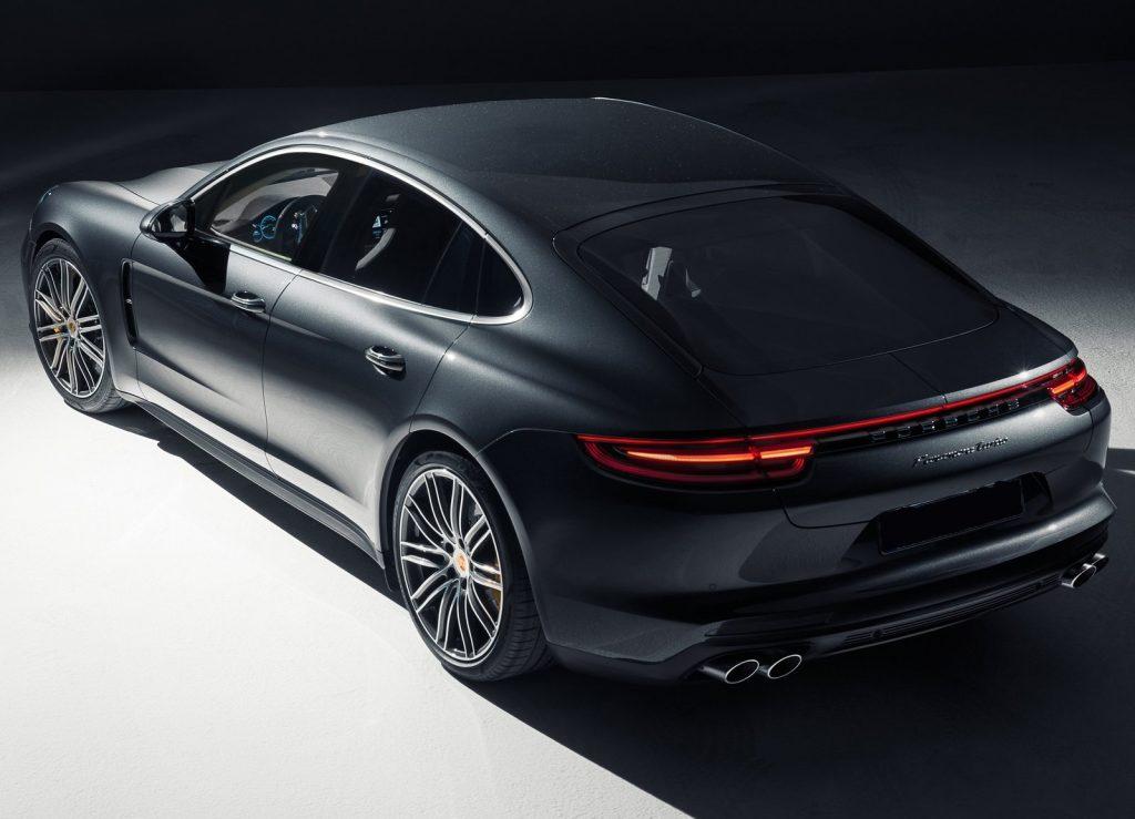 Porsche Panamera 2016, вид на заднюю диагональ