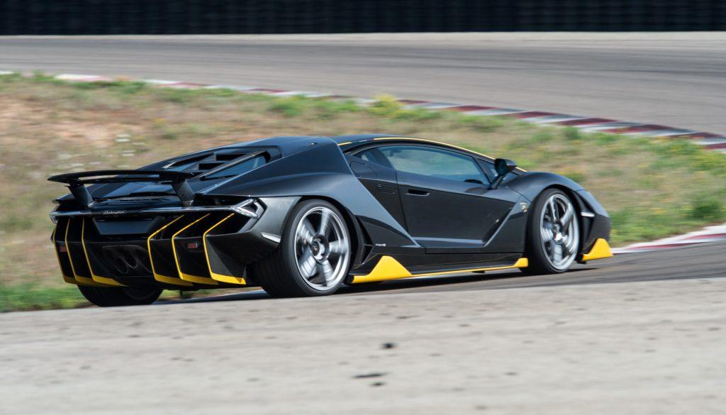 Lamborghini Centenario 2016, вид на заднюю диагональ