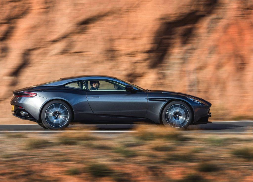 Aston Martin DB11 2016, вид сбоку