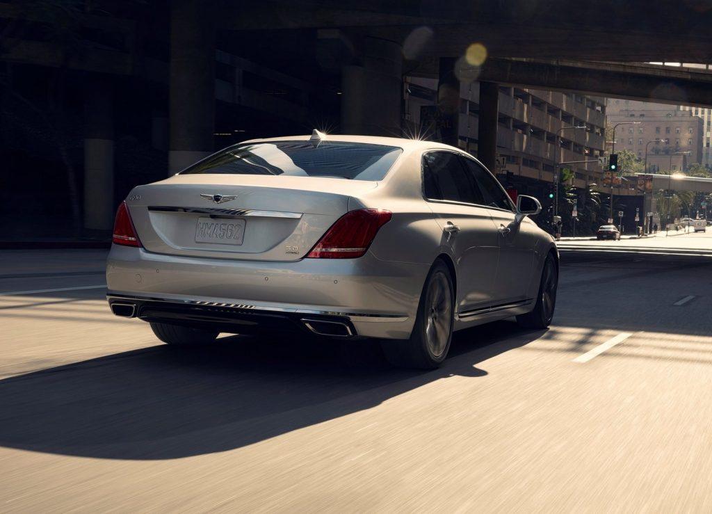 Новый Hyundai Genesis G90, вид сзади