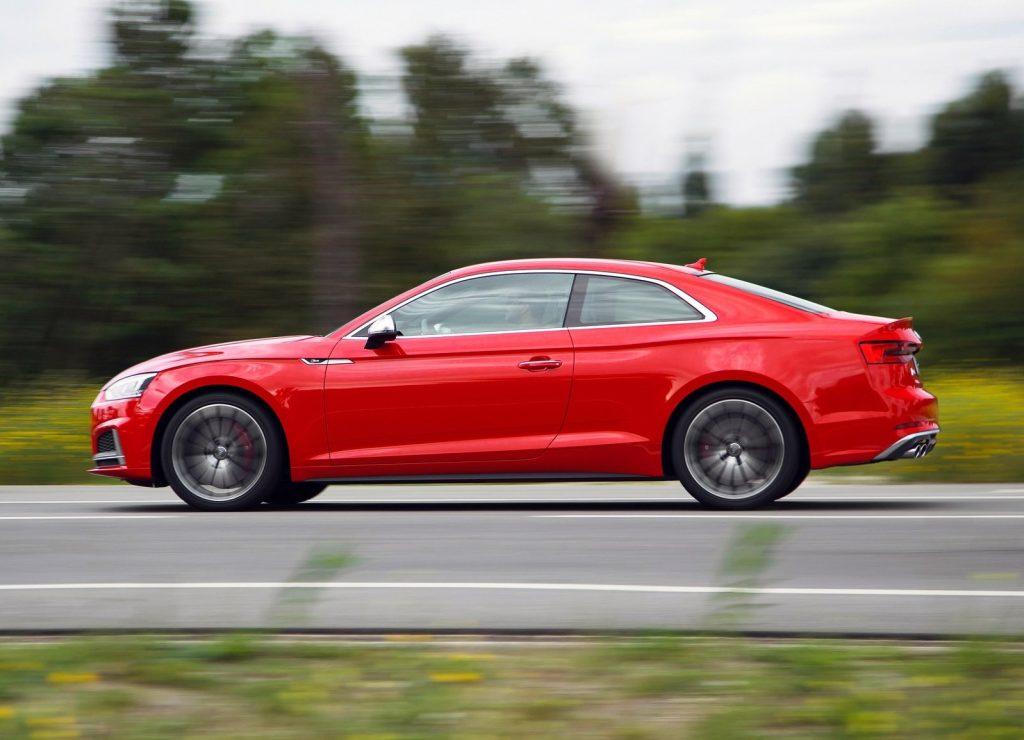 Audi S5 2016, вид сбоку