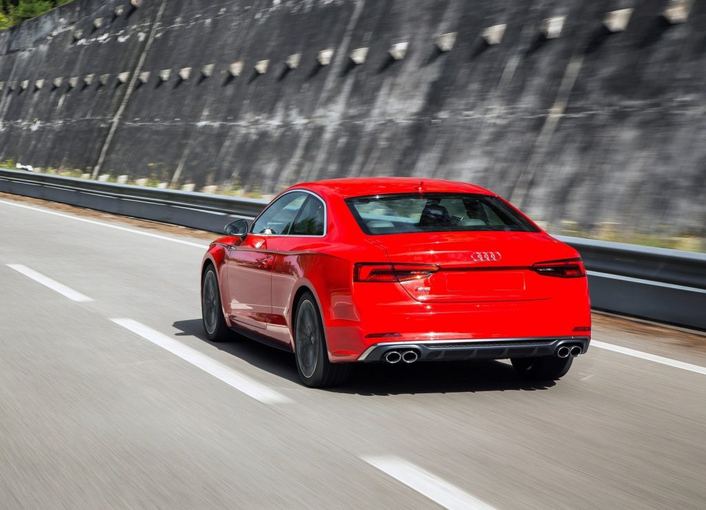 Новый Audi S5, вид сзади