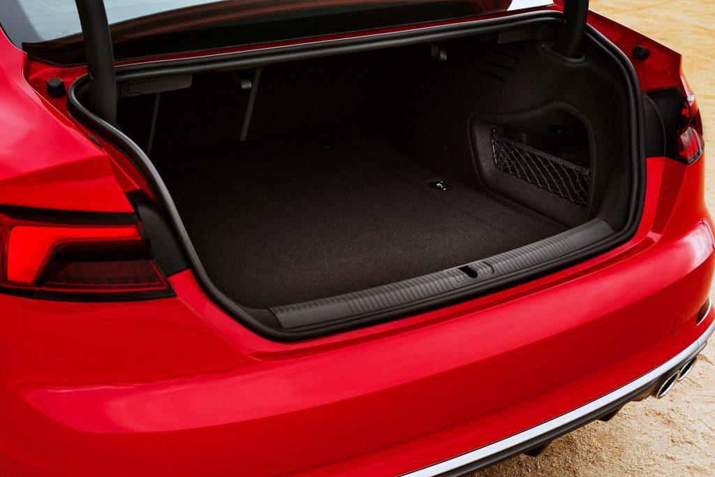 Audi A5 2016, багажник