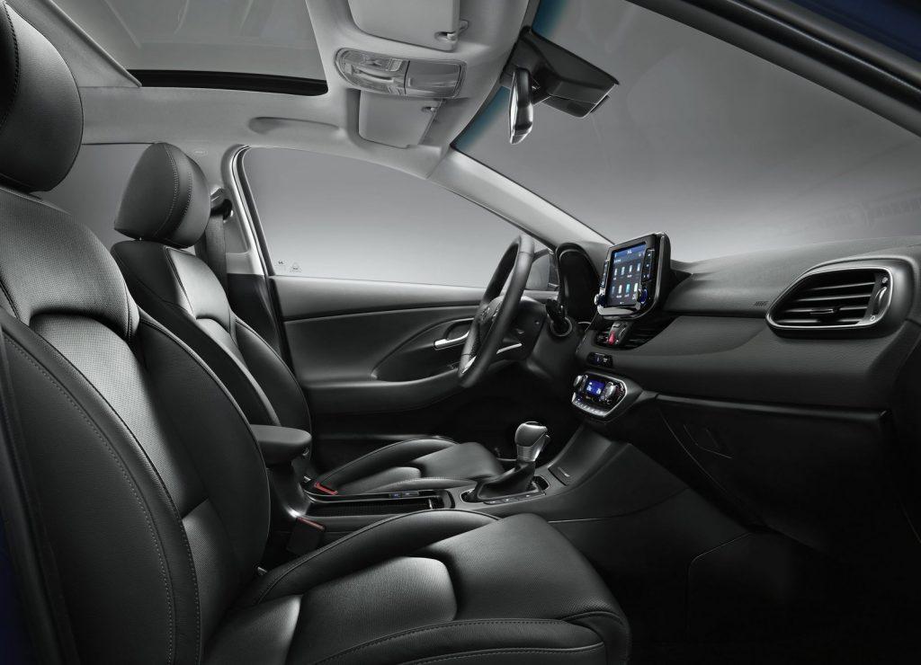 Hyundai i30 2017, передние сиденья