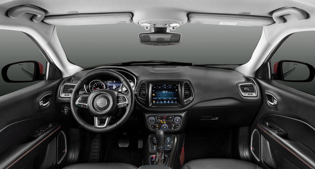 Новый Jeep Compass, передняя панель
