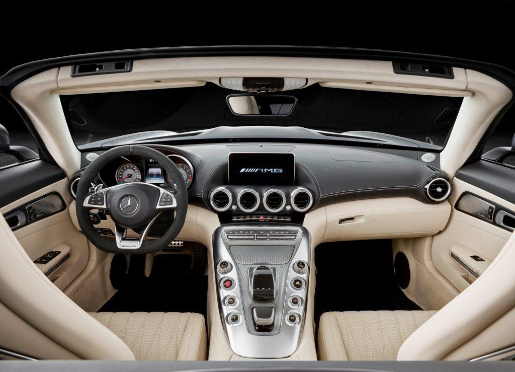 Новый Mercedes-AMG GT Roadster, передняя панель