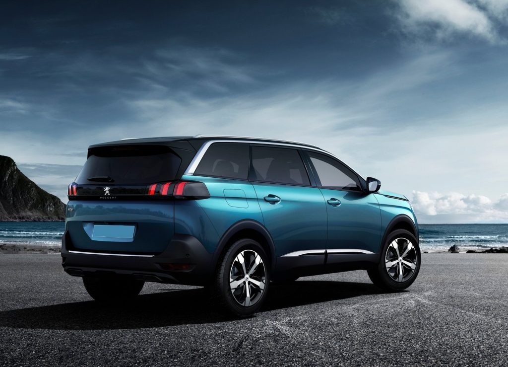 Новый Peugeot 5008, вид сзади