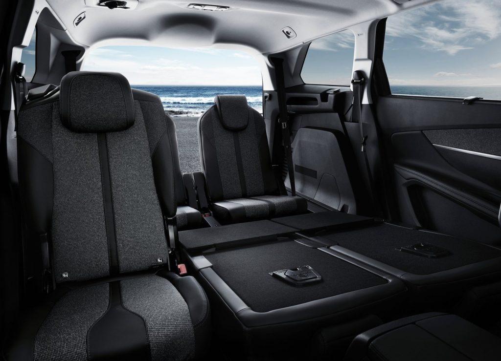 Peugeot 5008 2017, задние сиденья