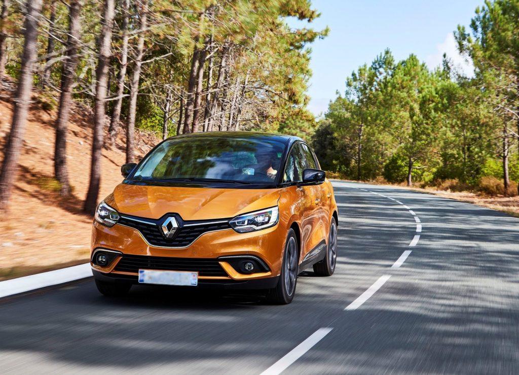 Renault Scenic 2016, вид спереди