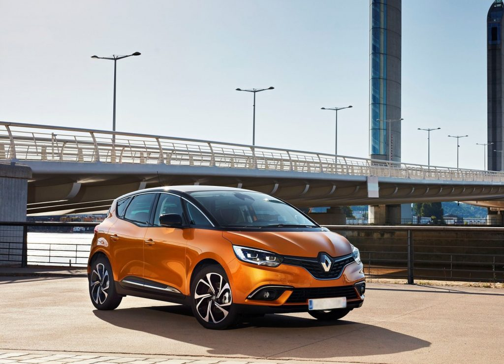 Renault Scenic, вид на переднюю диагональ