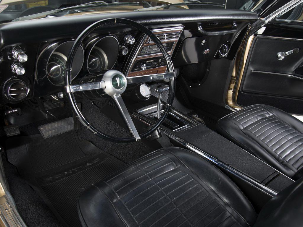 Салон Pontiac Firebird