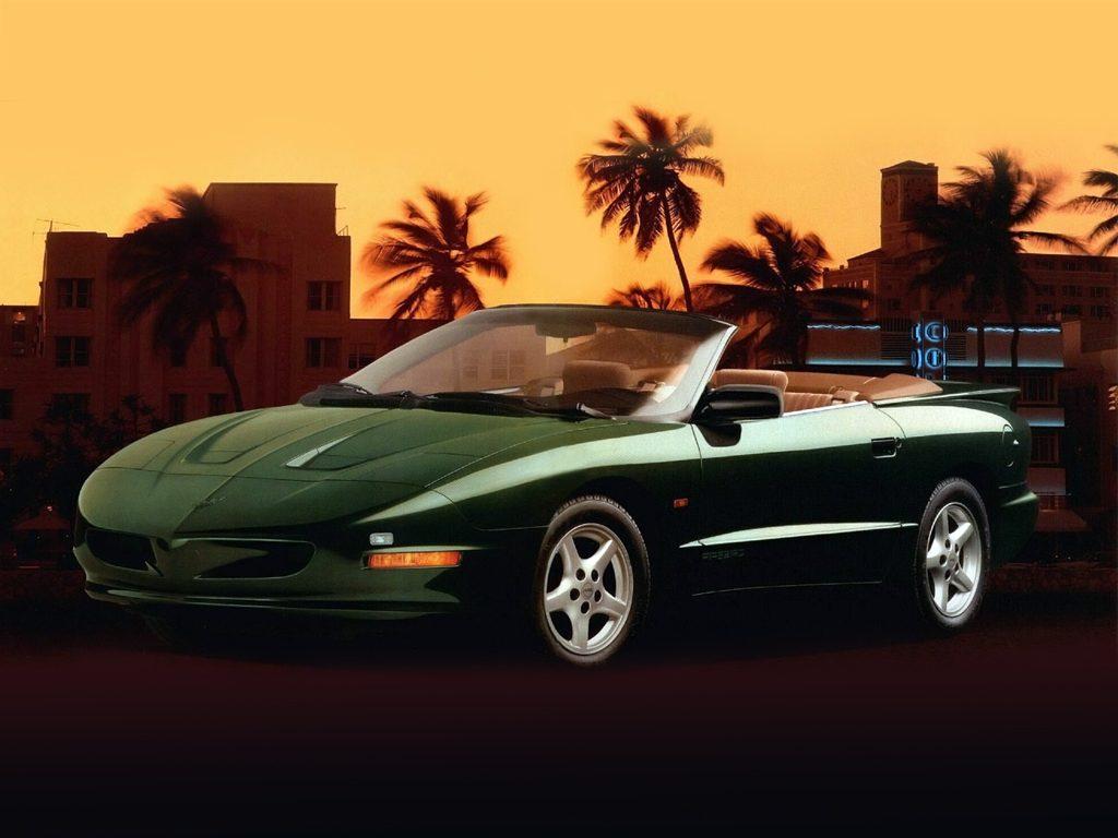 Кабриолет Pontiac Firebird 1993 года