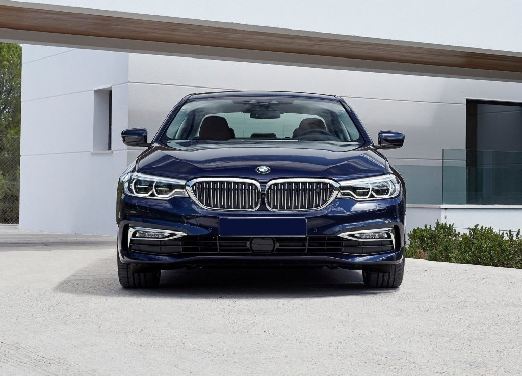 BMW 5 Series 2017, вид спереди