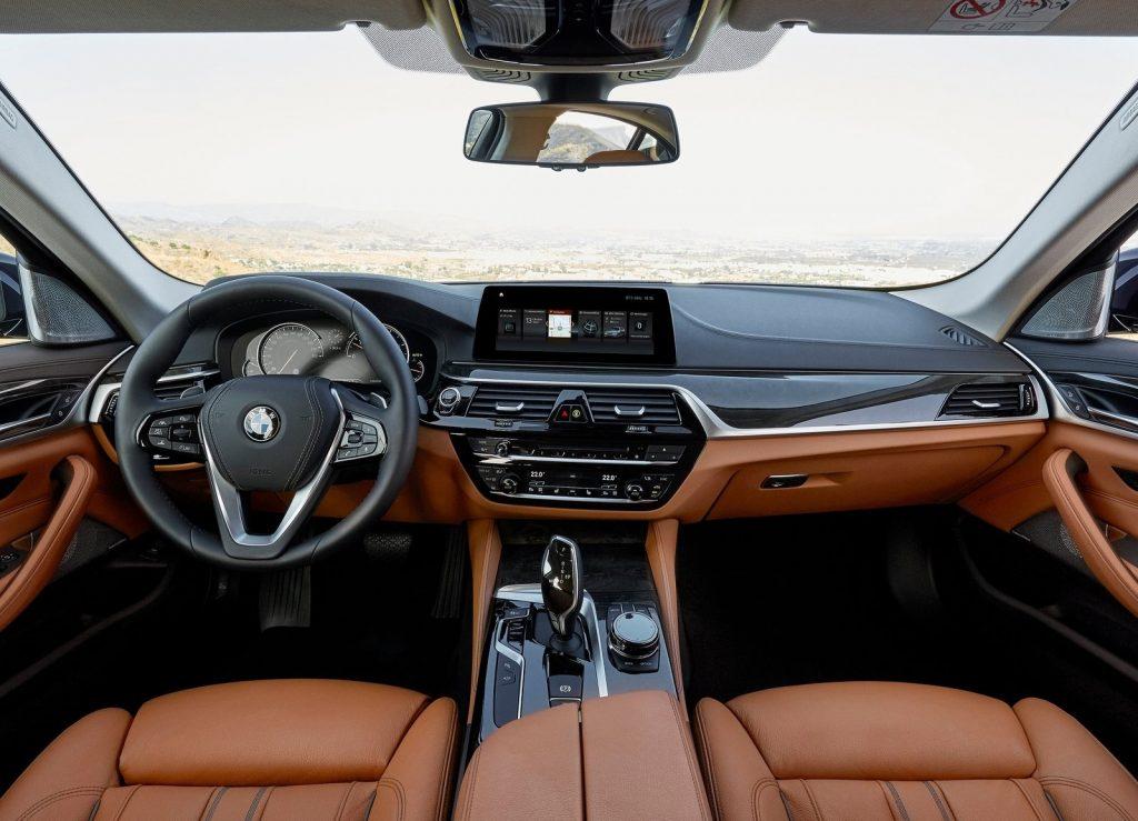 BMW 5 Series, передняя панель