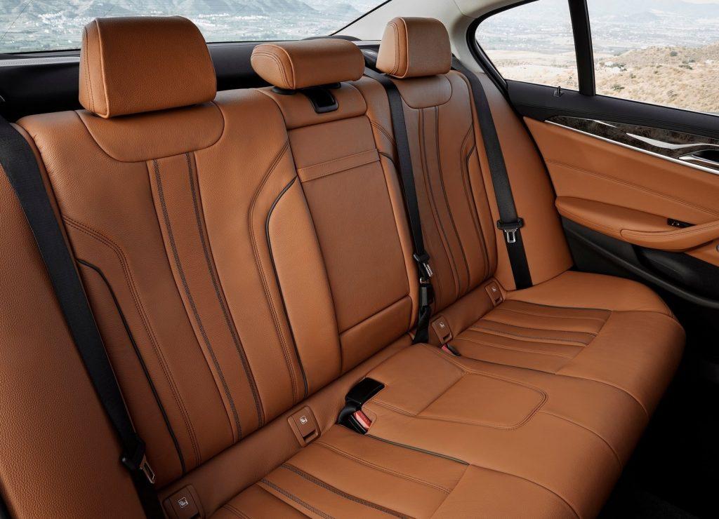 Новый BMW 5 Series, задние сиденья