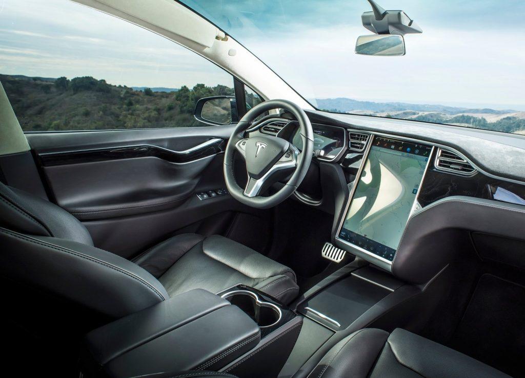 Новый Tesla Model X, передняя панель