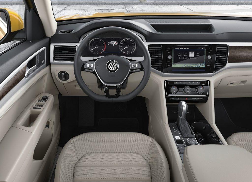 Volkswagen Atlas, передняя панель