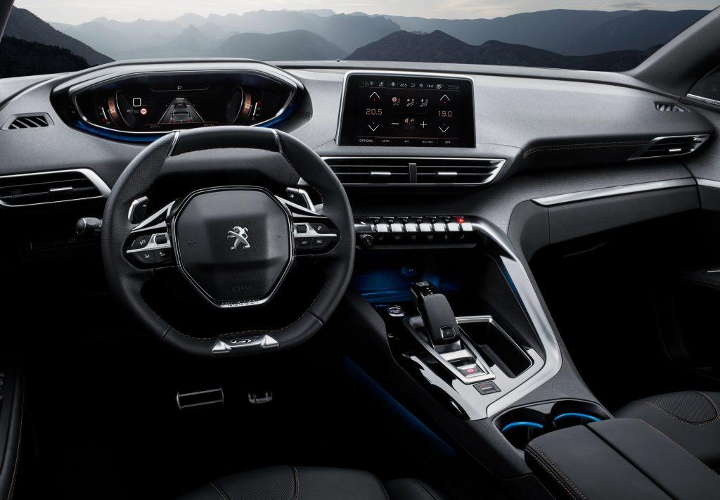 Новый Peugeot 3008, передняя панель