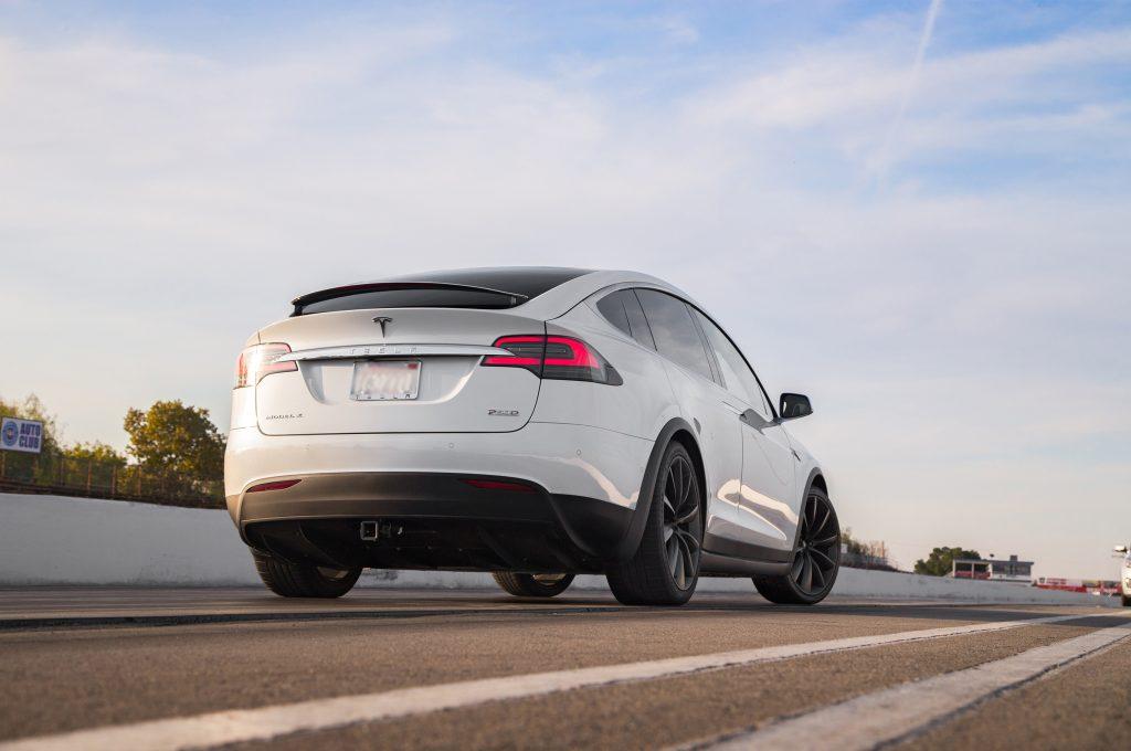 Новый Tesla Model X, вид сзади