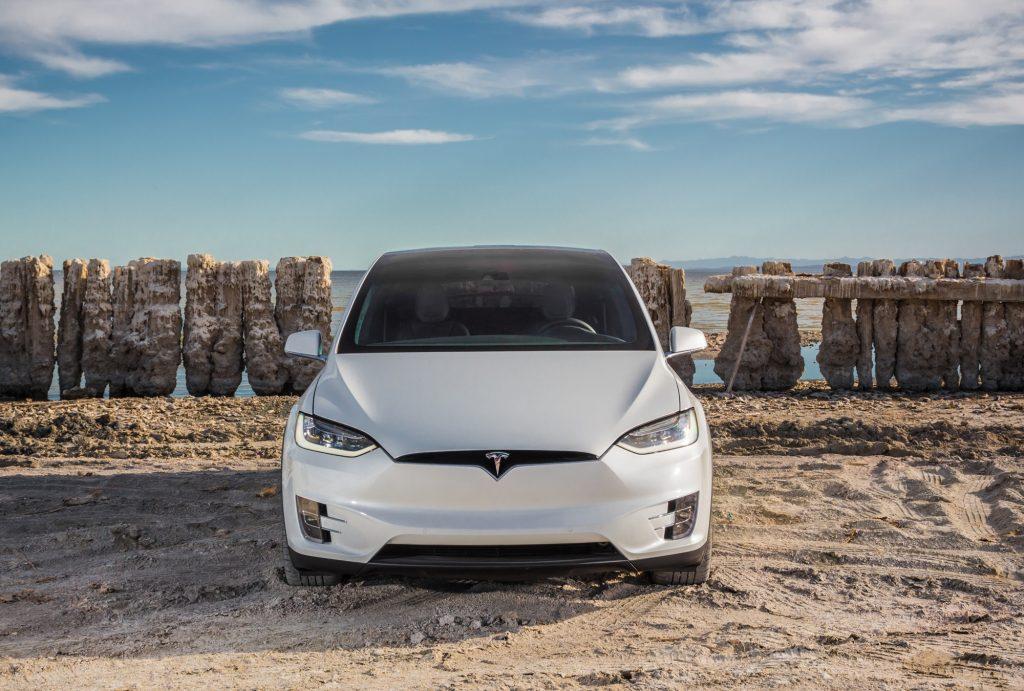 Tesla Model X 2016, вид спереди