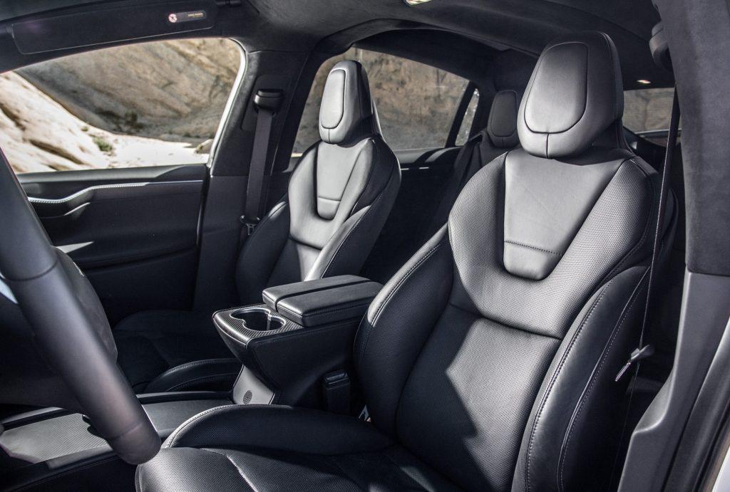 Tesla Model X, передние сиденья