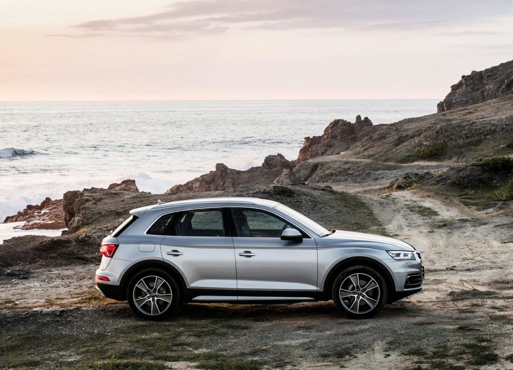 Audi Q5 2017, вид сбоку