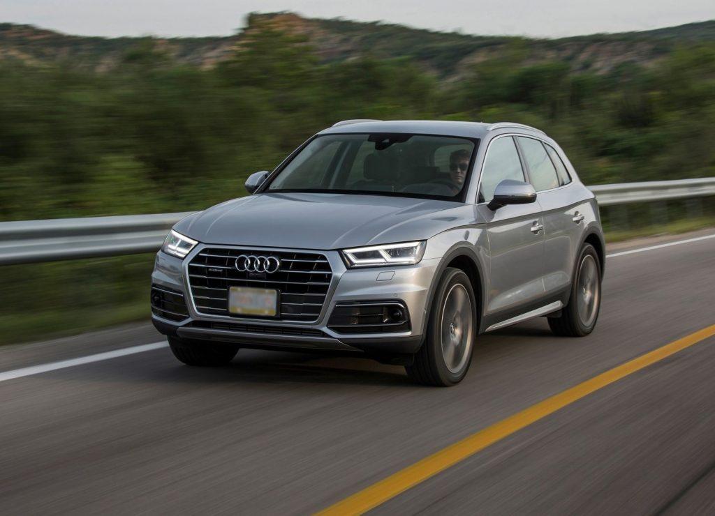 Audi Q5 2017, вид на переднюю диагональ