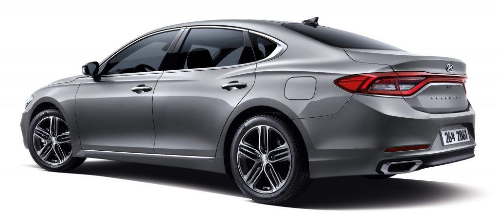 Новый Hyundai Grandeur, вид на заднюю диагональ