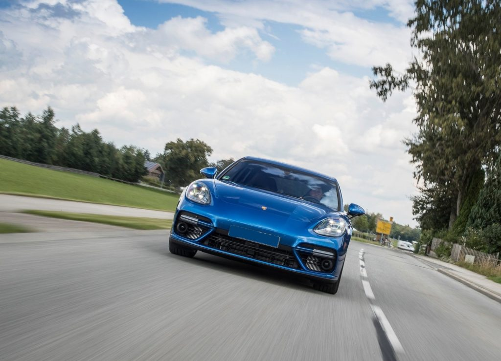 Porsche Panamera 2017, вид спереди