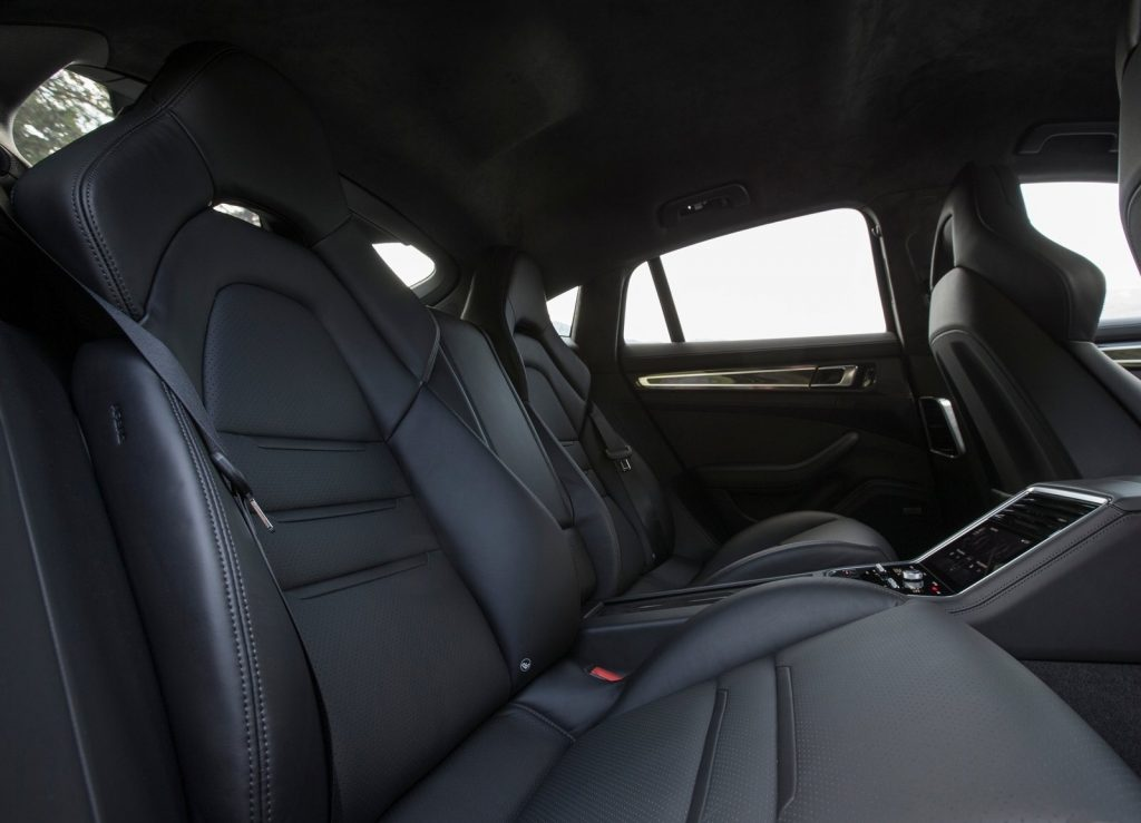 Porsche Panamera 2017, задние сиденья