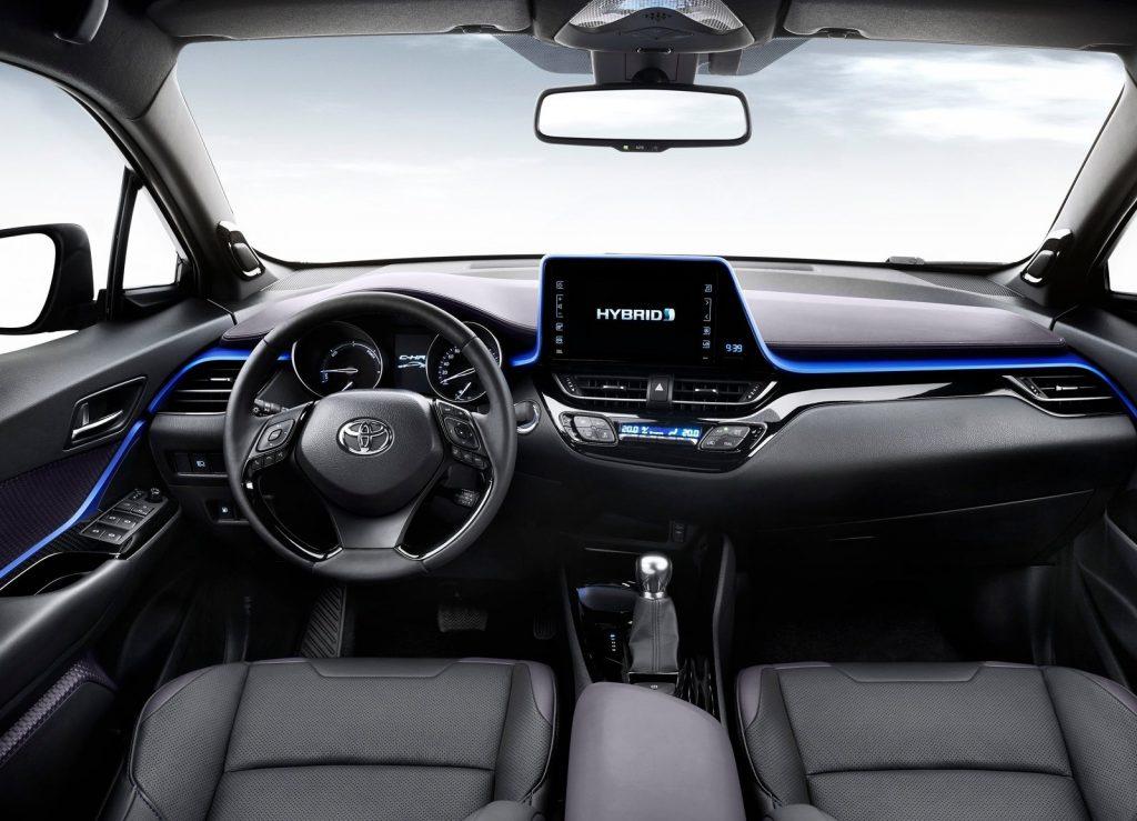 Toyota C-HR 2017, передняя панель