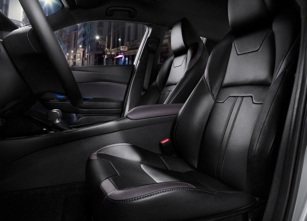 Toyota C-HR, передние сиденья