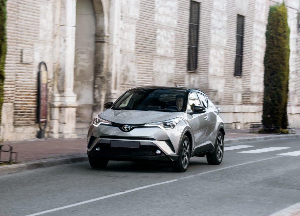 Toyota C-HR 2017, вид спереди